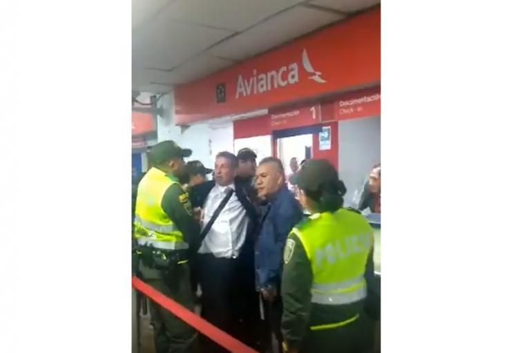 Darío Gómez retenido por policía