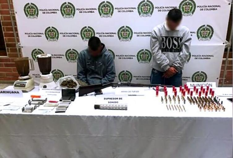 Estas dos personas también les fueron halladas 540 dosis de marihuana.