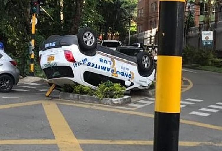 Choque entre un vehículo de enseñanza y una ambulancia dejó una persona lesionada en Envigado