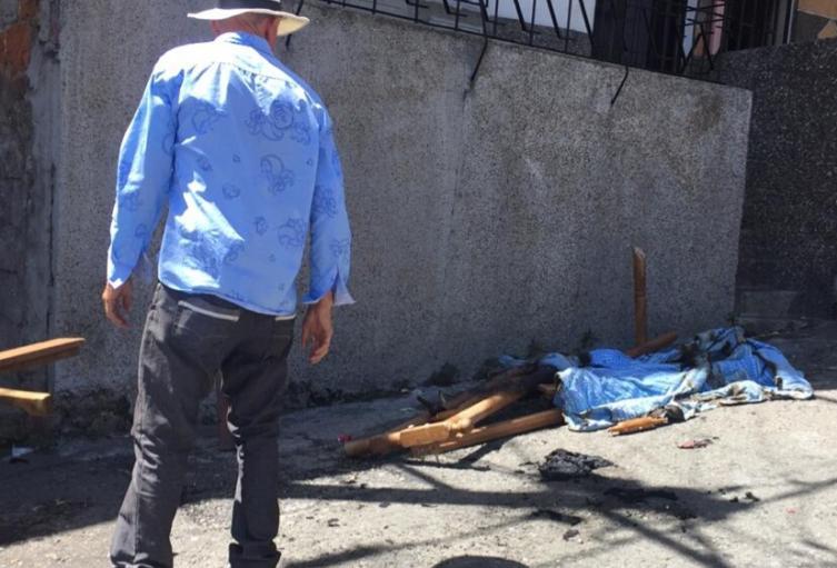 Por diez mil pesos queman casa en Medellín