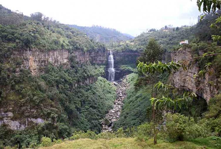 Salto de Tequendama / rio / medio ambiente / naturaleza