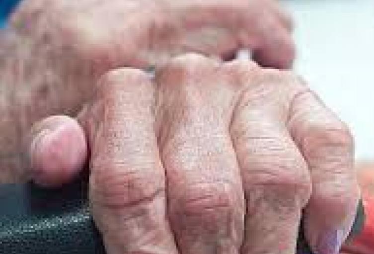 A un abuelito de 72 años lo cogieron con una pistola en Medellín