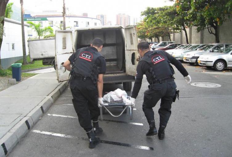 Tropezó, se clavó el cuchillo y murió un hombre  en medio de una riña en Medellín