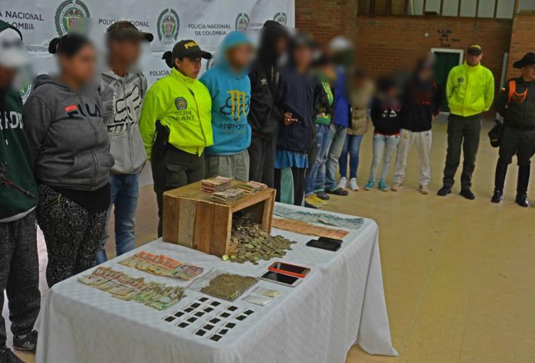 Eran presuntos traficantes de estupefacientes cerca de los establecimientos educativos.