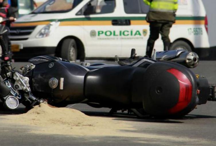 Motociclista borracho intentó llevar a su hijo a urgencias, se estrelló y el niño murió