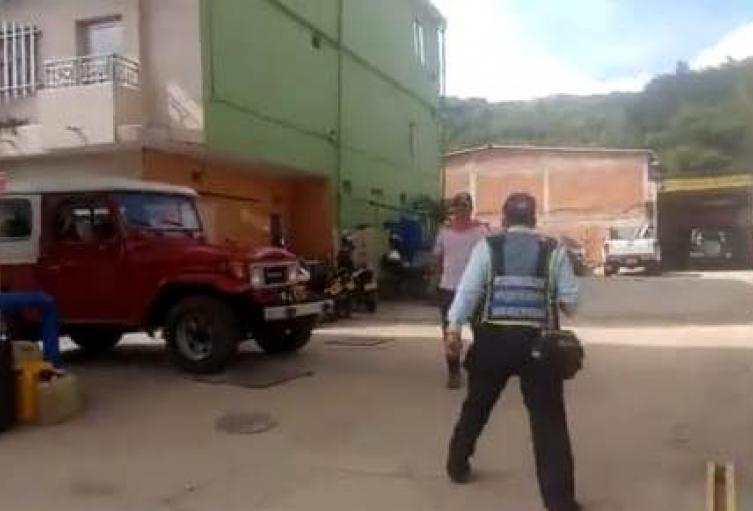Agente de tránsito apuñalado en San Rafael.