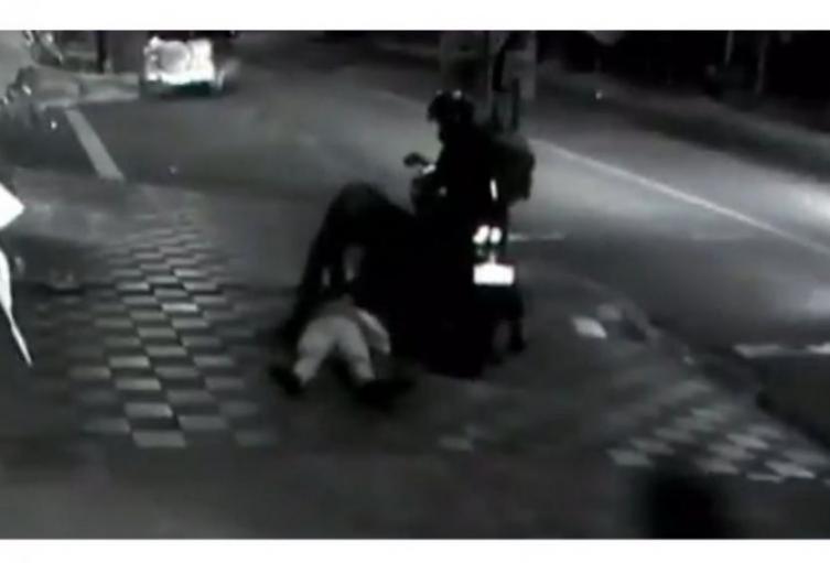 Se cree que el autor de este crimen se encuentra en el barrio Las Mercedes, suroccidente de Medellín.
