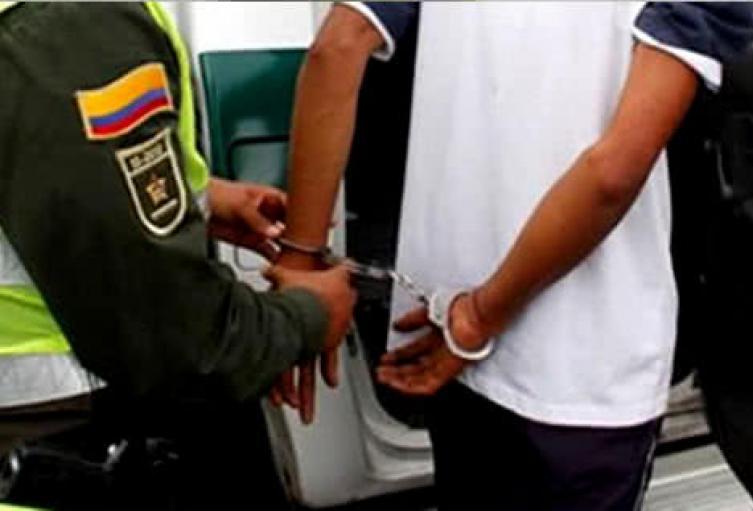 Policía capturó a dos hombres responsables de lesionar a dos pasajeros de un vehículo