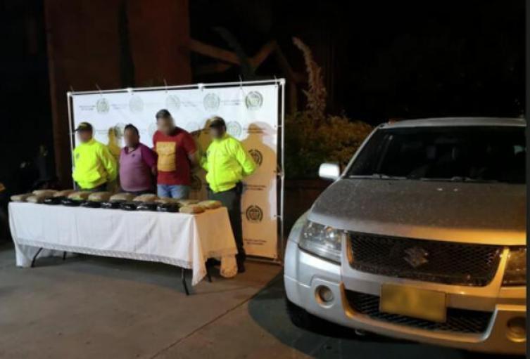 Estas dos personas fueron detenidas con más de 40 kilos de base de coca.