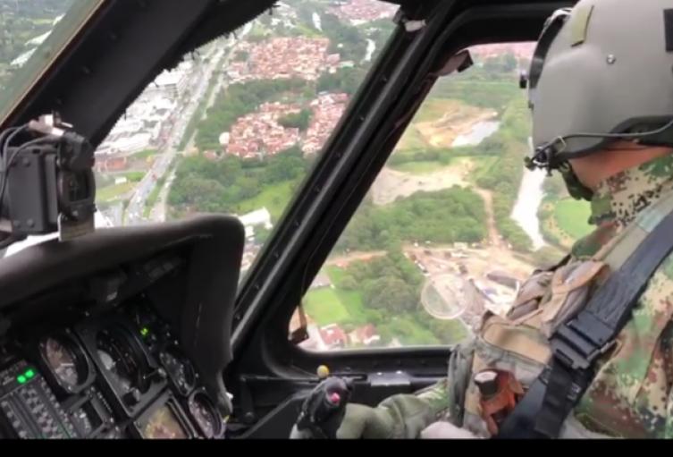 Con aeronaves, el ejército realiza sobrevuelos en la jornada electoral
