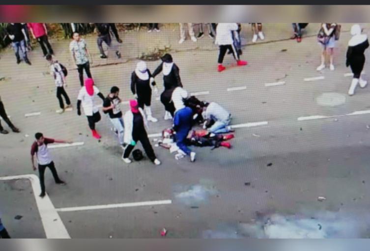 Encapuchado resultó herido al explotarle un papa bomba en las afueras de la UdeA