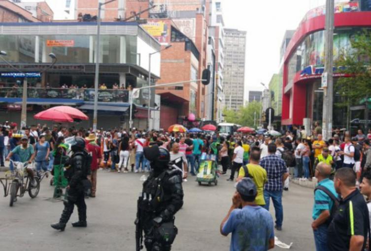 El motivo de esta protesta fue el levantamiento de la mercancía realizada por espacio Público.