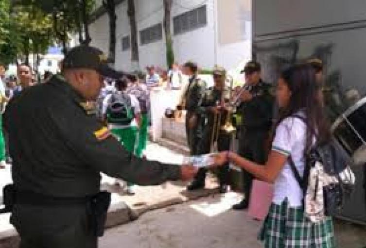 170 policías vigilarán el regreso al colegio y escuelas de Medellín
