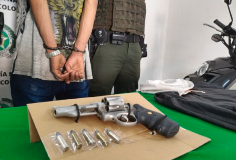 A mano armada le robaron la moto a una mujer en el Noroccidente de Medellín.