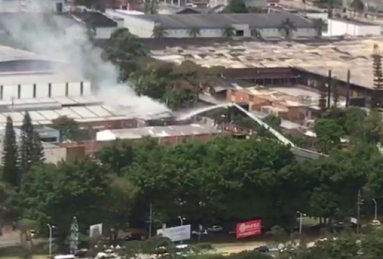 os personas sufrieron afectaciones durante el incendio de un local comercial en  Itagüí