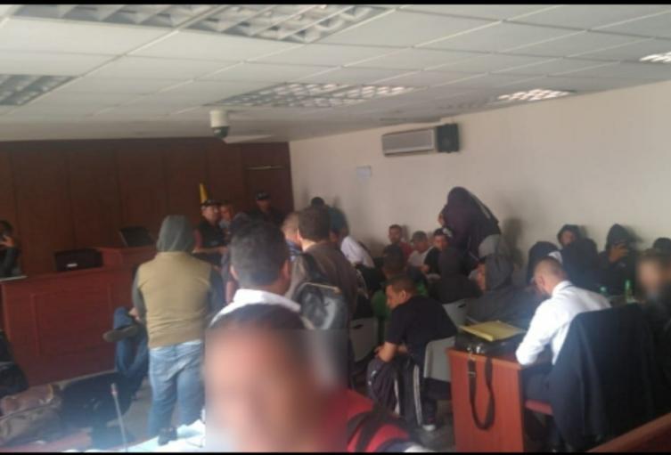 Son 36 los detenidos entre policías y civiles.