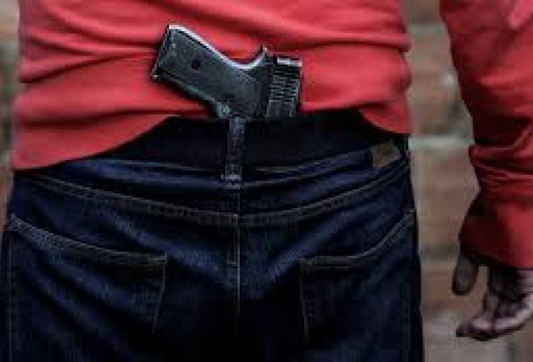La delincuencia en Medellín enseña a los menores de a extorsionar, llevar armas y a cometer homicidios