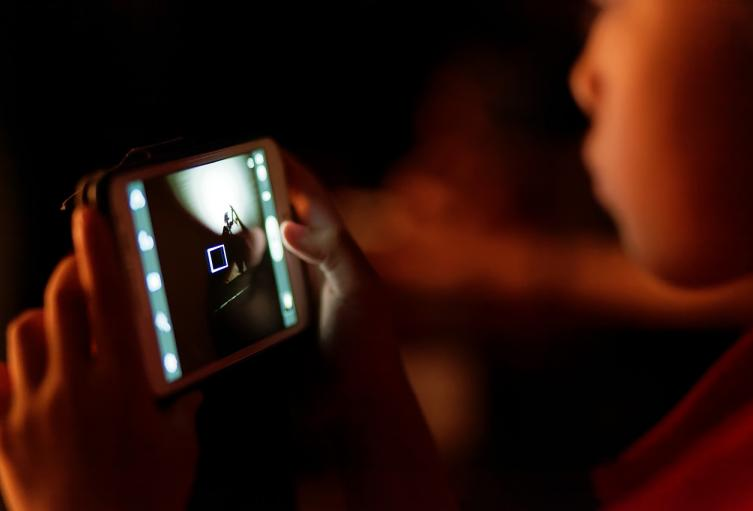 Dos de cada diez niños en Colombia conocen a un extraño por internet: estudio