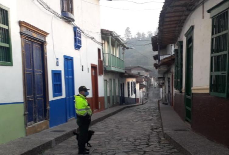 5 mil miembros de la Fuerza Pública vigilan las carreteras en Antioquia para hacer cumplir el aislamiento preventivo