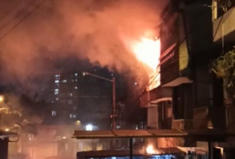 Investigan las causas de un incendio dentro de una vivienda en Sabaneta