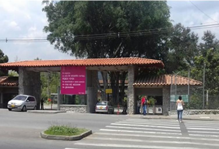 Encapuchados lanzaron papas bomba en el interior de la Universidad de Antioquia