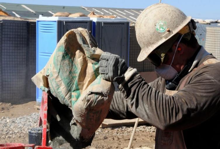 Con un plantón en Medellín, 500 trabajadores de la construcción exigieron ayudas humanitarias