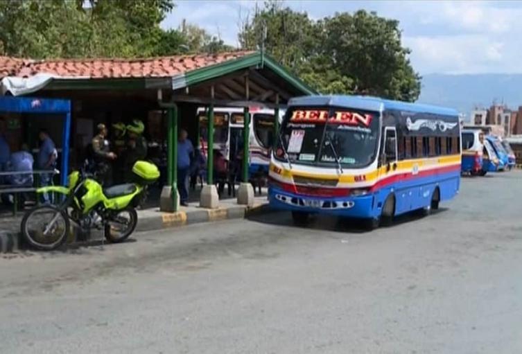 Combos criminales de Medellín estarían robando viviendas, por el descalabro de los negocios ilegales
