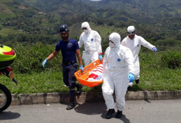 Hallan cuerpo con varias puñaladas en el río Medellín