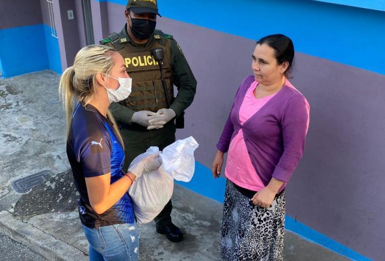 Las ayudas son entregadas en los barrios más vulnerables de la ciudad.