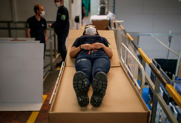 cama ataúd de cartón