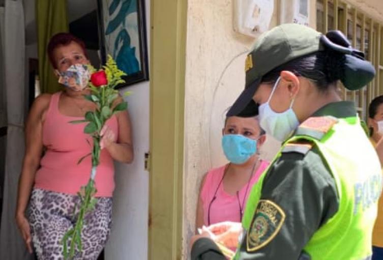 Con más de seis mil uniformados, la policía hará cumplir el toque de queda del Día de Madres en Medellín