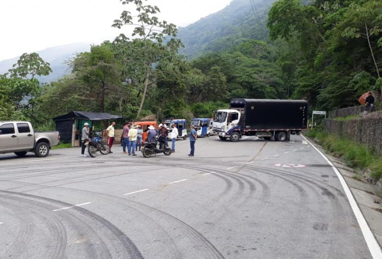 Plantón al ingreso de Ituango, Antioquia.