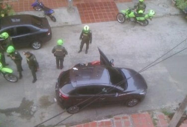 Una de la víctimas fue asesinada dentro de un vehículo.