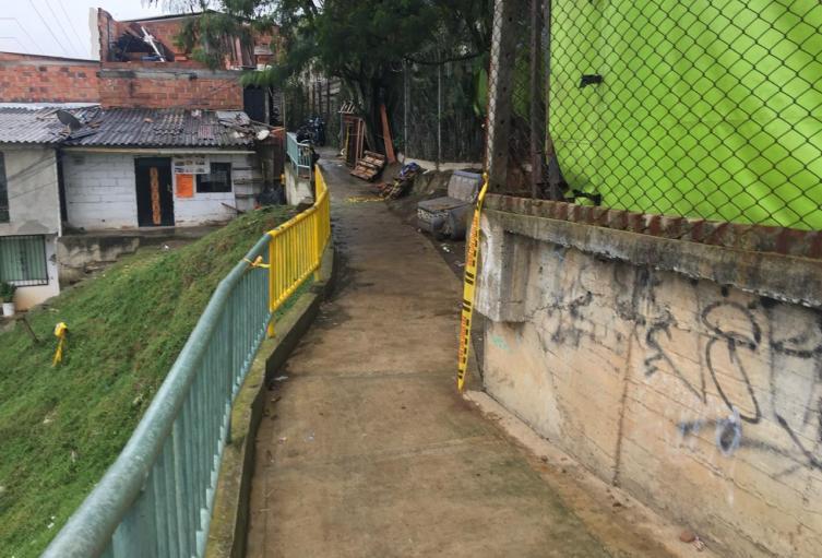Escena del crimen del hombre asesinado en el barrio Belálcazar de Medellín.
