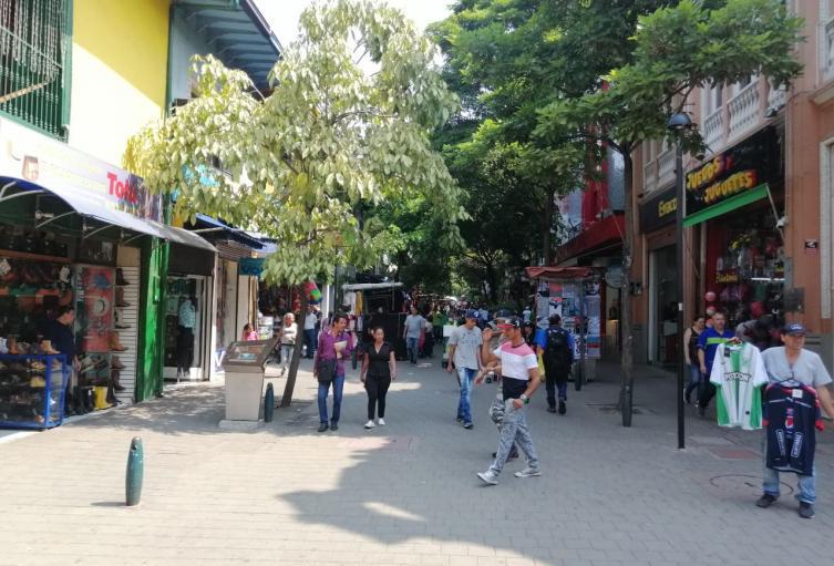 Más de 900 comercios de Medellín , que cumplen con los protocolos de bioseguridad, reabrieron sus puertas