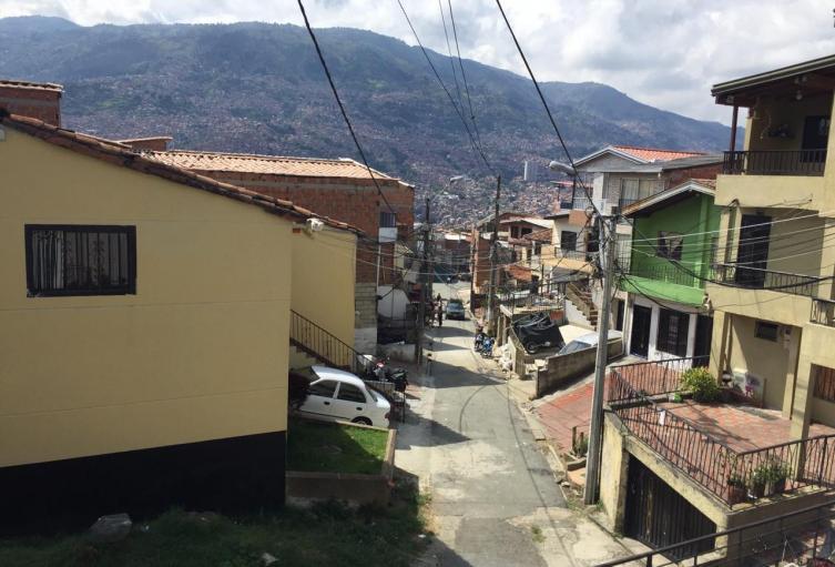 Lo mataron a pocos metros de su casa en el barrio Castilla de Medellín