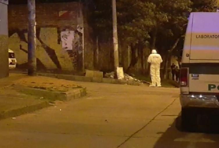 Metidos en bolsas y costales encuentran los cadáveres de dos hombres en Medellín