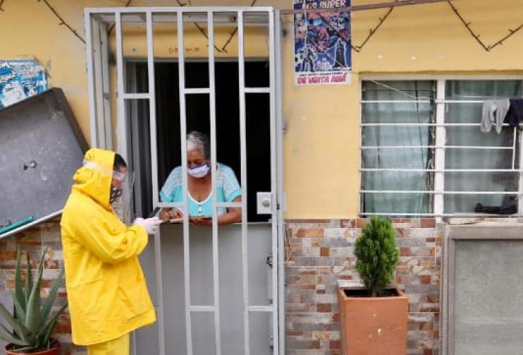 Más de 250 comparendos y 10 capturas reportó la Policía en el barrio Sinaí de Medellín que permanece aislado por coronavirus