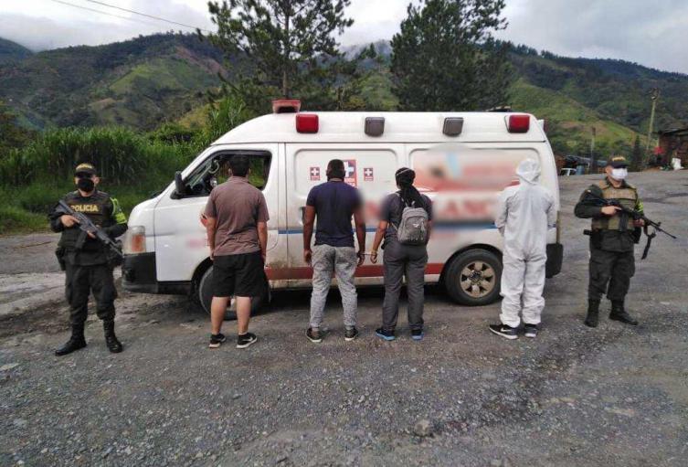 Los detenidos vestían trajes de bioseguridad para burlar los controles de las autoridades.