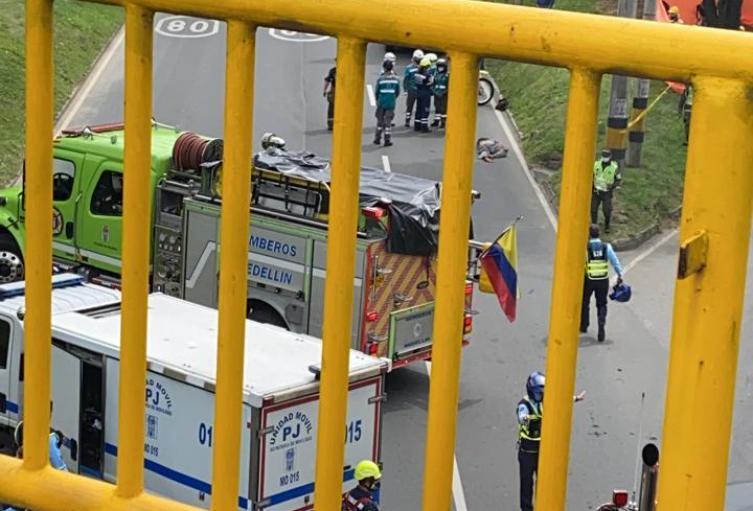Un motociclista y un peatón murieron en accidente en Medellín