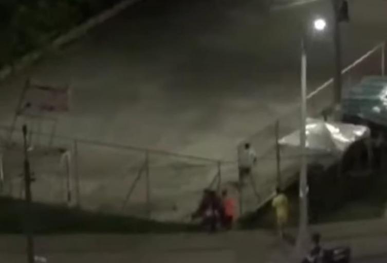 Lo balearon en una cancha del barrio Niquia de Bello