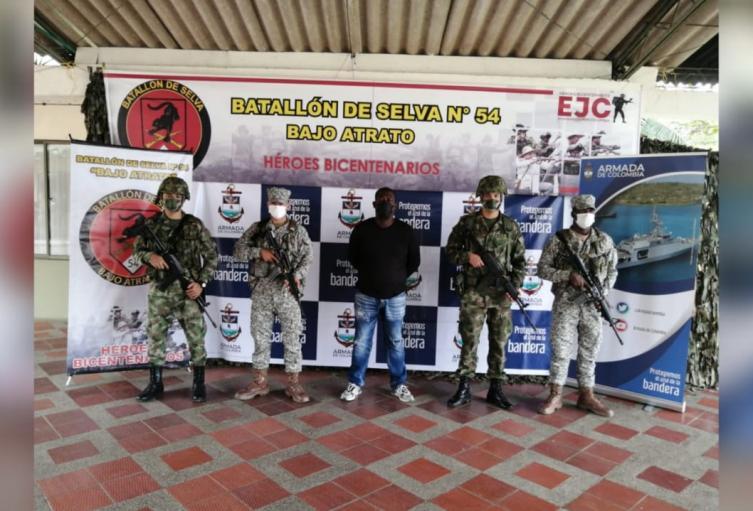 En este operativo, también fueron capturados otros cinco sujetos, quienes al parecer son responsables de homicidios contra líderes sociales.