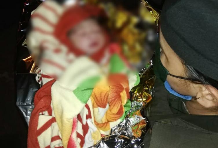 En plena calle, atienen parto de una mujer en Medellín