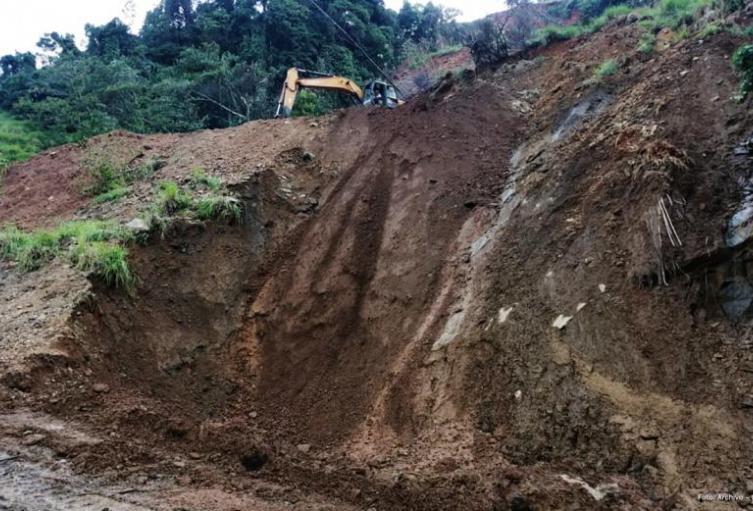 Esta importante vía del departamento lleva tres semanas cerradas por derrumbes.