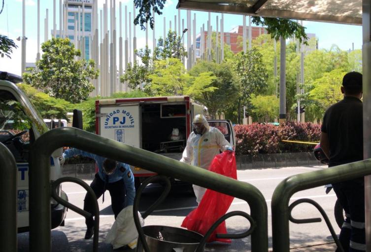 El siniestro ocurrió en el centro de la ciudad donde un peatón fue atropellado por una moto.