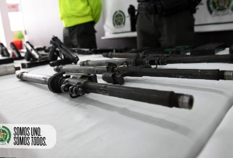 Sicarios de Medellín y Bello arman pistolas y fusiles a través de encomiendas