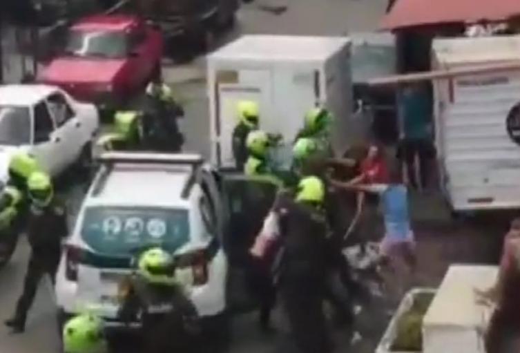 Cuatro policías heridos dejó asonada en el barrio Aranjuez de Medellín
