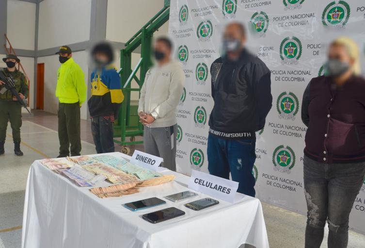 Los capturados están señalados de traficar con estupefacientes y por esta rentas ilegales obtenían 100 millones de pesos mensuales.