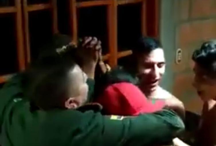 Video de policías enrumbaos en una casa en Ebéjico, Antioquia
