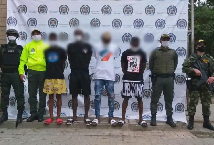"""Los detenidos harían parte de los grupos autodenominados como """"Los Kalifa"""" o """"Los de la Playa""""."""